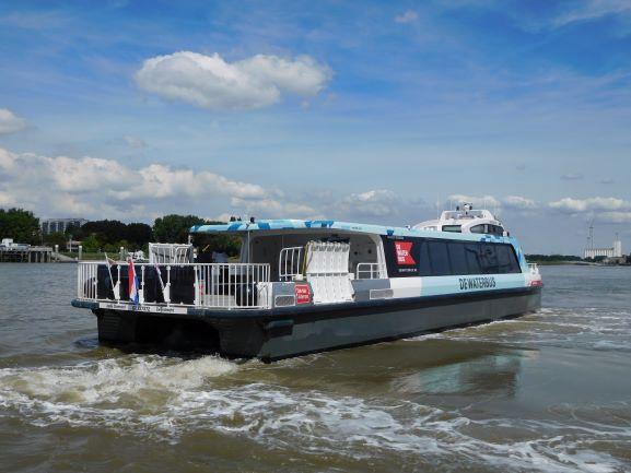 Havenbedrijf Antwerpen wil de mobiliteitsknoop ontwarren en rekent daarvoor ook op DeWaterbus op de Schelde.