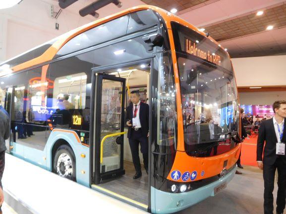 Chinese constructeurs scoren met Europese bussen zoals deze BYD-lijnbus.